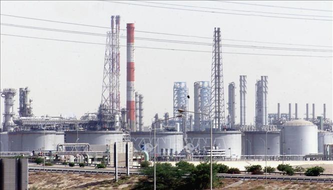 OPEC+ menyepakati perpanjangan permufakatan memangkas hasil produksi minyak - ảnh 1