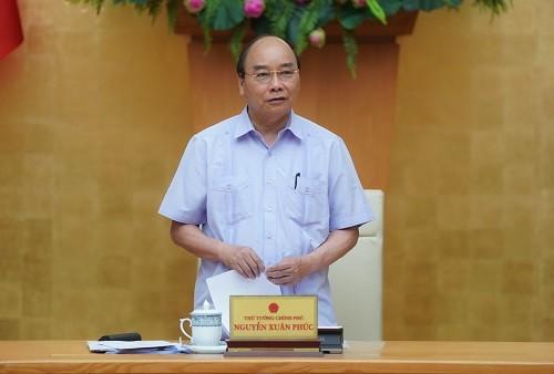 PM Nguyen Xuan Phuc memimpin sidang Badan Harian Pemerintah tentang Covid-19 - ảnh 1