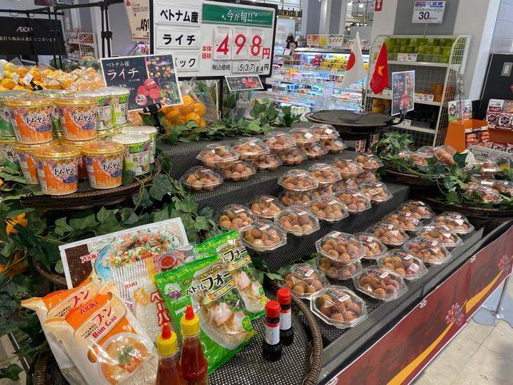 Buah lici segar Vietnam untuk pertama kalinya dijual di supermarket Jepang - ảnh 1