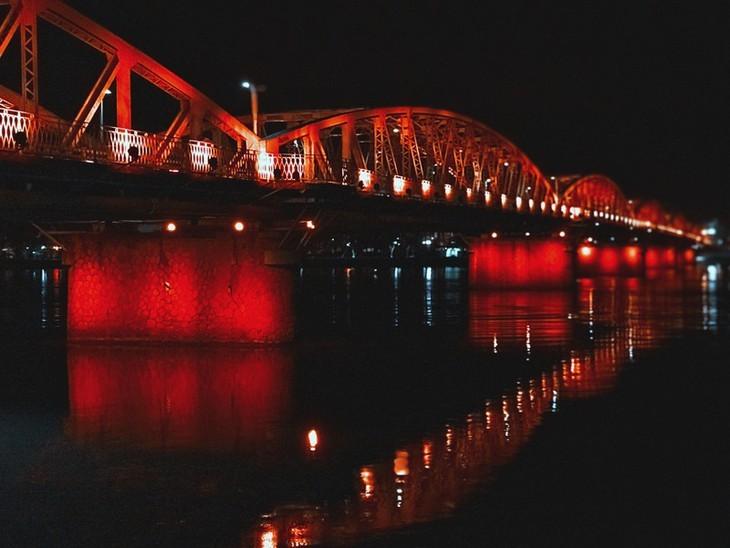Terharu atas keindahan yang tenteram dan klasik dari Ibukota kuno Hue - ảnh 2