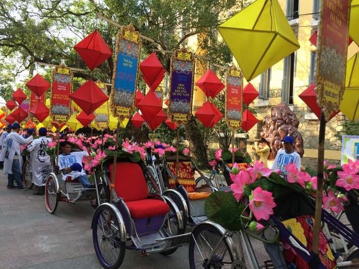Terharu atas keindahan yang tenteram dan klasik dari Ibukota kuno Hue - ảnh 15