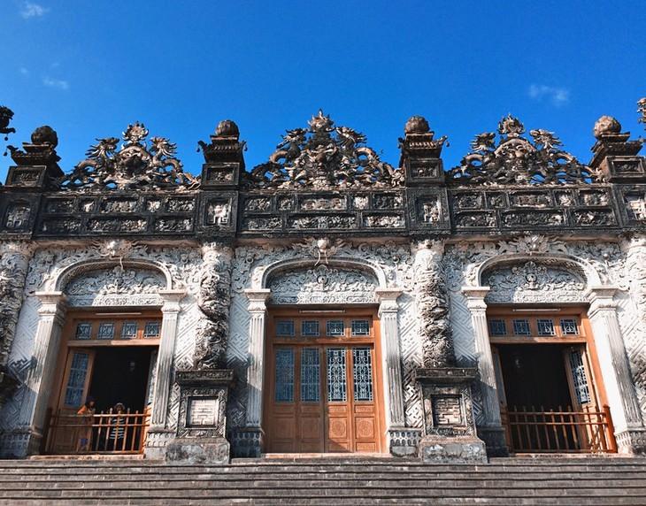 Terharu atas keindahan yang tenteram dan klasik dari Ibukota kuno Hue - ảnh 6