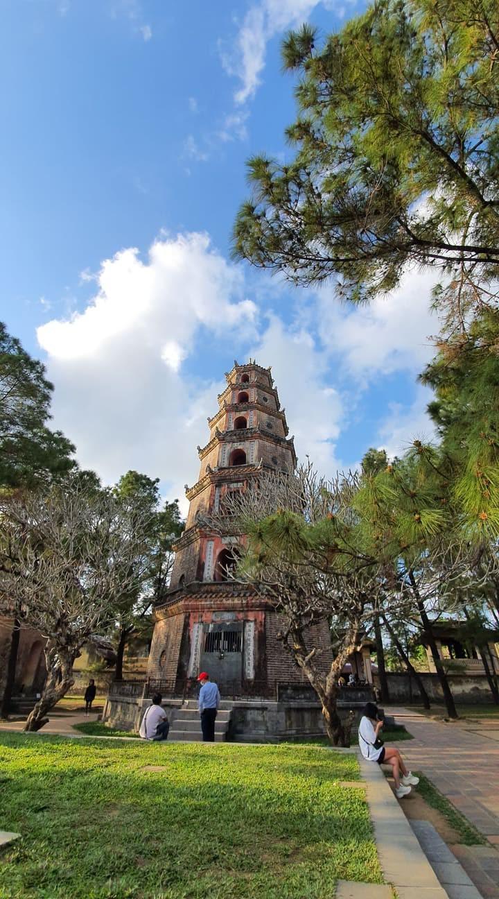 Terharu atas keindahan yang tenteram dan klasik dari Ibukota kuno Hue - ảnh 7