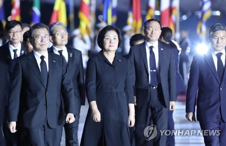 Presiden Republik Korea berseru kepada Pyong Yang supaya melakukan perundingan untuk resmi mengakhiri perang Korea - ảnh 1