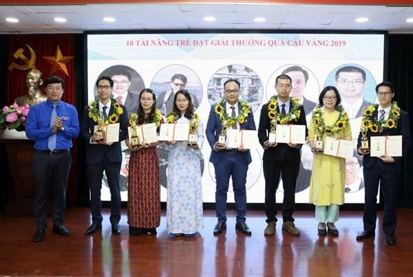 Acara penyampaian Penghargaan Bola Emas tentang sains teknologi di kalangan muda  - ảnh 1