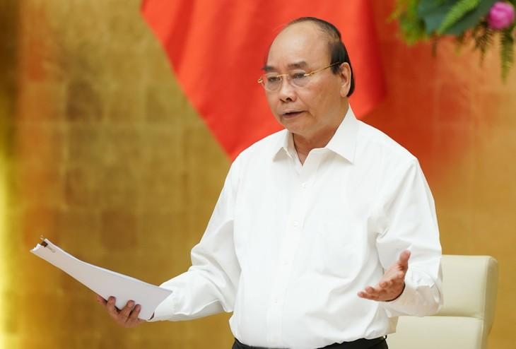 PM Nguyen Xuan Phuc memimpin sidang untuk membahas solusi mendorong pengucuran modal investasi publik - ảnh 1