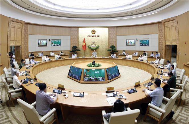 PM Nguyen Xuan Phuc memimpin konferensi virtual nasional untuk membahas solusi melawan Covid-19 - ảnh 1