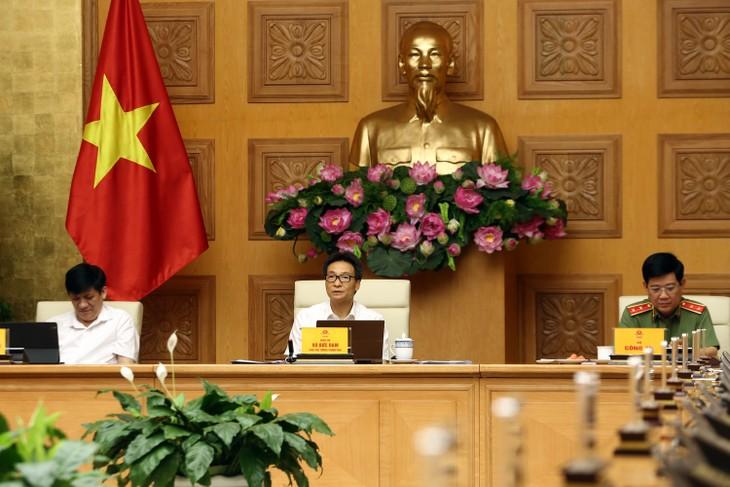 Deputi PM Vu Duc Dam: Berfokus pada mata rantai yang penting istimewa dalam mencegah dan menanggulangi wabah Covid-19 - ảnh 1
