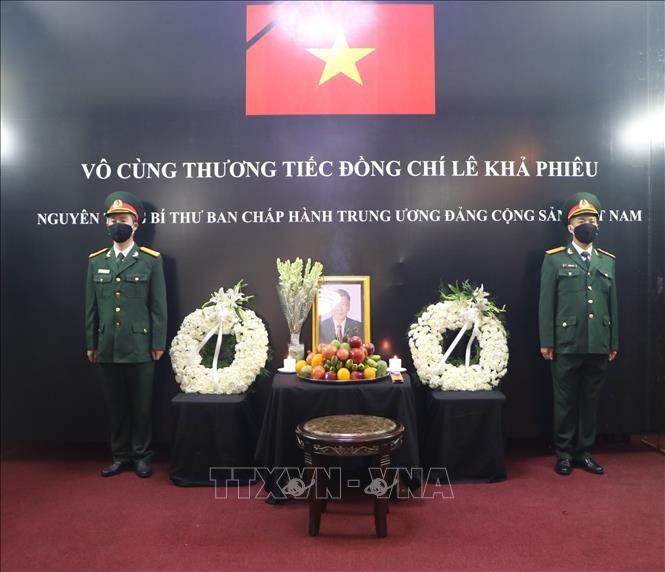 Upacara penghormatan terakhir dan pembukaan buku perkabungan untuk mantan Sekjen Le Kha Phieu di India, Filipina, dan Tanzania - ảnh 1