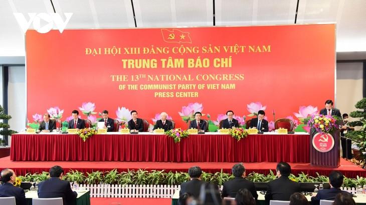 Sekjen, Presiden Nguyen Phu Trong Pimpin Konferensi Pers Internasional setelah Keberhasilan Kongres Nasional XIII PKV - ảnh 1
