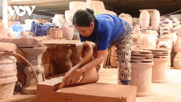 Melestarikan Kerajinan Keramik Binh Duong - ảnh 2