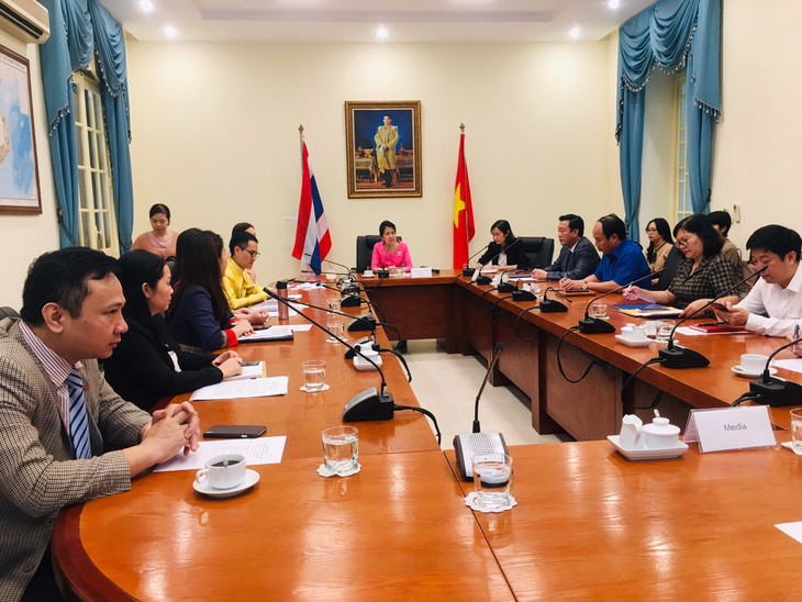 Vietnam dan Thailand Bekerja Sama Mengembangkan Komunitas secara Berkelanjutan dengan Filsafat Ekonomi Kecukupan - ảnh 2
