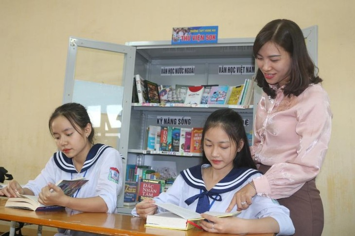 Proyek 'Langkah Buku' dan Penyebarluasan Budaya Membaca di Sekolahan - ảnh 2