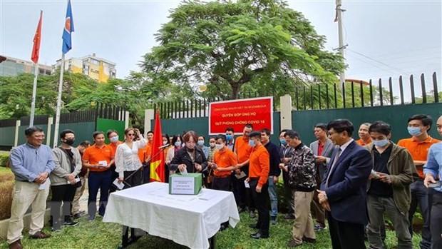 Perantau Vietnam di Banyak Negara Berikan Sumbangan untuk Dukung Dana Vaksin Covid-19 Vietnam - ảnh 1