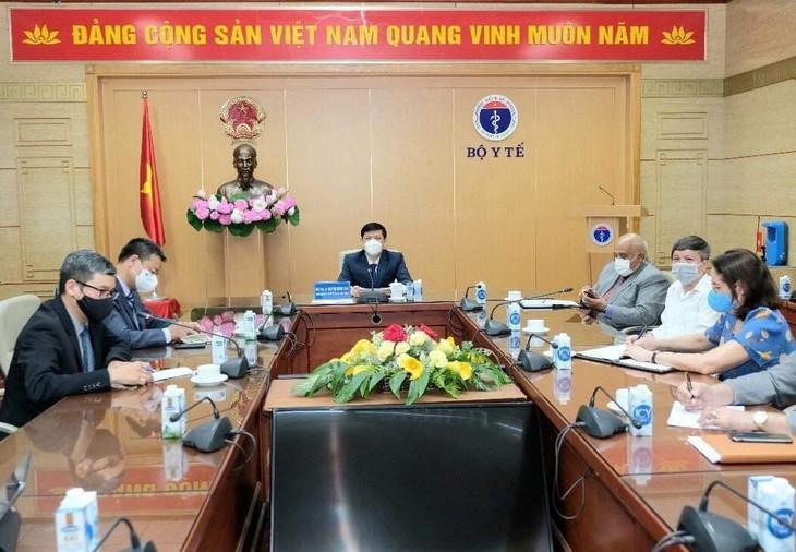Kementerian Kesehatan Vietnam Berunding dengan Kuba tentang Kerja Sama Produksi Vaksin Covid-19 - ảnh 1