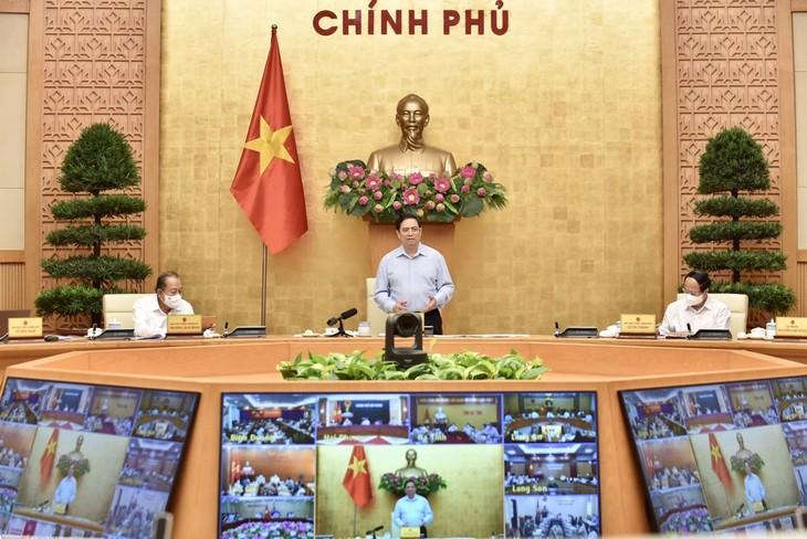PM Pham Minh Chinh Pimpin Sidang Virtual dengan Daerah-Daerah tentang Pencegahan dan Penanggulangan Wabah Covid-19 - ảnh 1