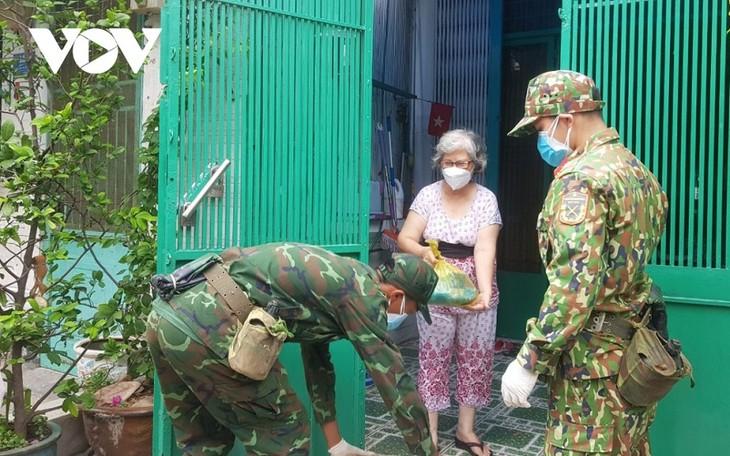 Tentara Rakyat Viet Nam Lahirkan Dari Rakyat, Layani Demi Rakyat - ảnh 2