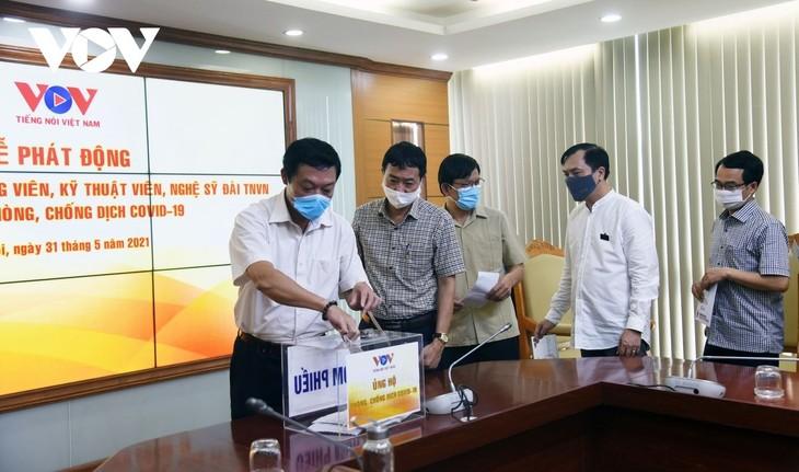 Radio Suara Vietnam Mendukung Dana Pencegahan dan Pemberantasan COVID-19 - ảnh 1