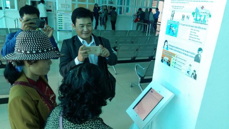 """广治省举行""""民众通过手机给公共服务质量打分""""项目开展研讨会 - ảnh 1"""