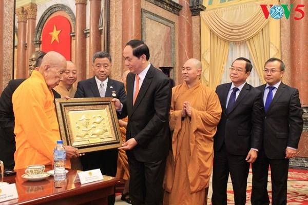 陈大光会见旅泰越侨和在泰越南佛教界代表团 - ảnh 1