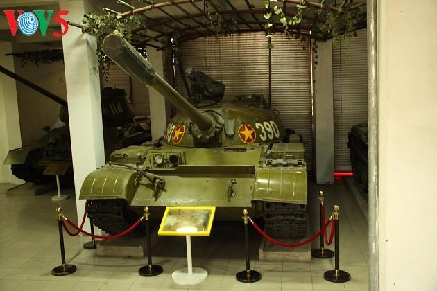 一睹1975年4月30日撞倒独立宫铁门的390号坦克风采 - ảnh 2