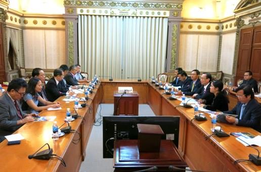 胡志明市与法国、匈牙利和日本加强合作 - ảnh 1