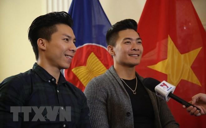 国基和国业——越南人在2018年《英国达人秀》上的精彩亮相 - ảnh 1
