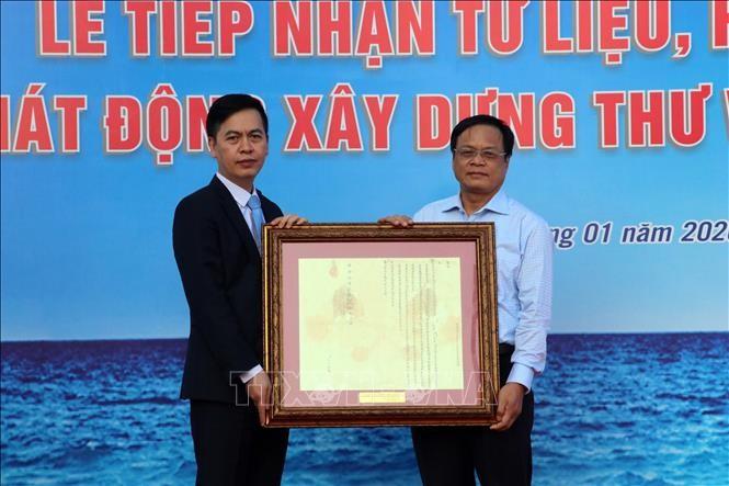 岘港接收证明黄沙群岛归属越南的资料和实物 - ảnh 1