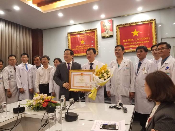大水镬医院治疗中国新冠肺炎患者的故事 - ảnh 2