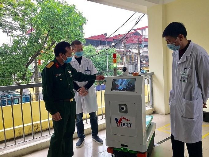 越南成功研发出医用物流机器人 更好服务新冠肺炎疫情防控工作 - ảnh 1