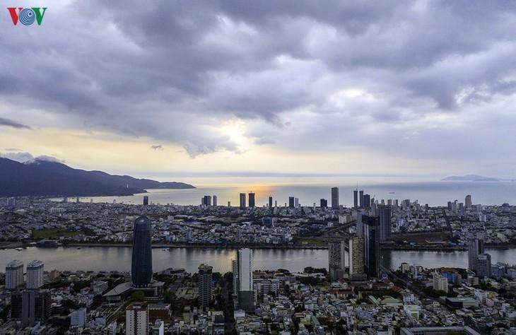新冠肺炎疫情期间活跃的岘港变得十分沉寂 - ảnh 2