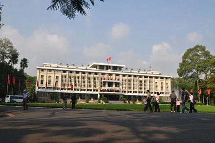 越南南方解放、国家统一45周年庆祝活动在胡志明市举行 - ảnh 1