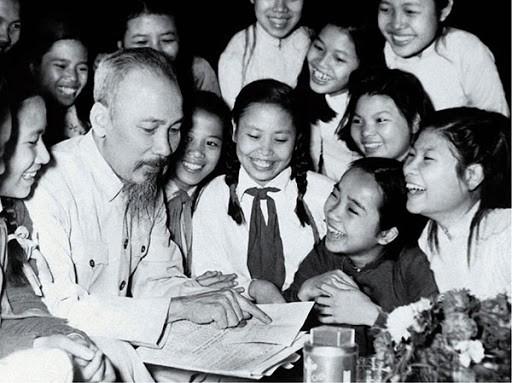 胡志明主席把一生献给越南党、民族、人民以及国际友人的革命事业 - ảnh 1
