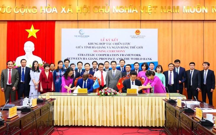 河江省与世行签署战略合作框架协议 - ảnh 1