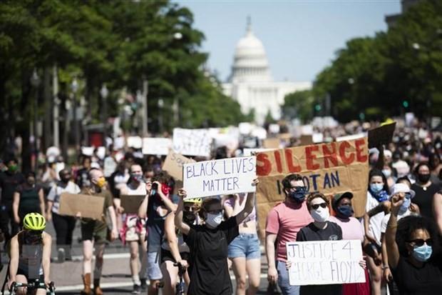 美国反种族歧视抗议活动发生后出现的问题 - ảnh 1