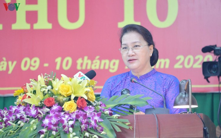 越南国会主席阮氏金银出席多农省人民议会会议 - ảnh 1