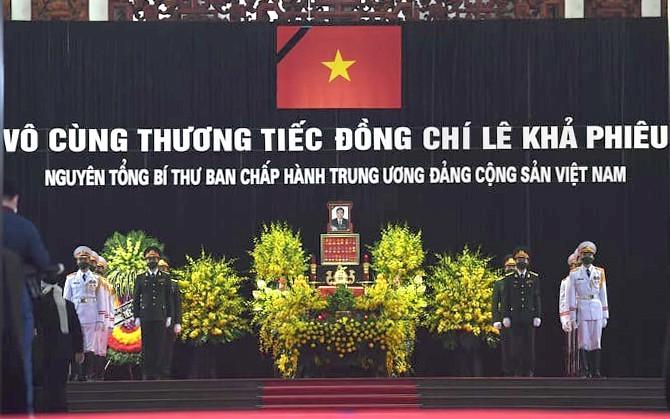 原越共中央总书记黎可漂吊唁仪式8月14日上午在河内隆重举行 - ảnh 1