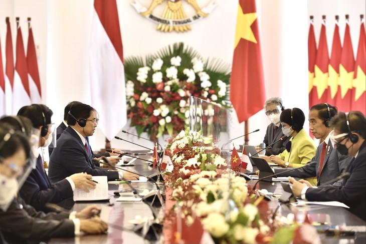 越南政府总理范明政与印尼总统佐科·维多多举行双边会晤 - ảnh 1