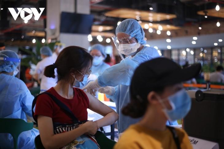 胡志明市要加速进行疫苗接种,河内调整新冠肺炎防疫措施 - ảnh 1