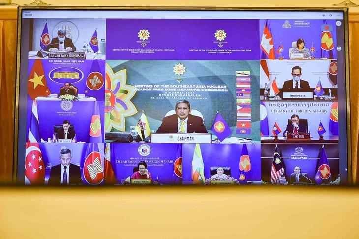 肯定东盟在促进地区对话、合作、和平、安全与发展中的中心作用 - ảnh 1