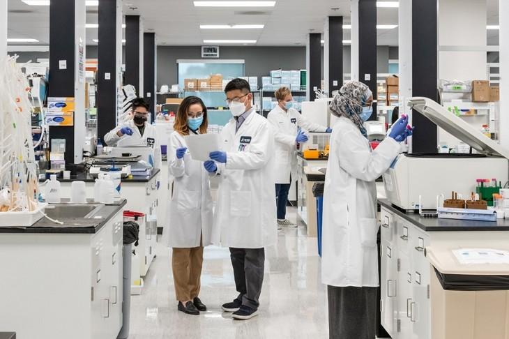 越南Vingroup集团与美国公司签署新冠疫苗技术转让协议 - ảnh 1