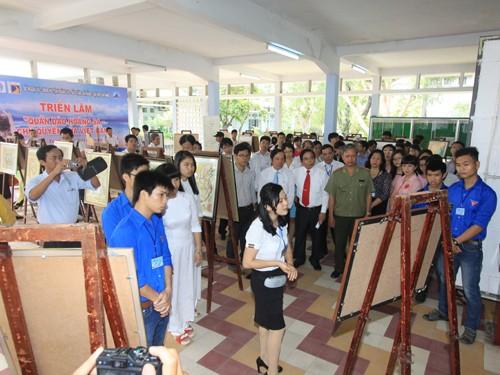 "Photo exhibition ""Hoang Sa archipelago- Vietnam's sovereignty"" - ảnh 1"