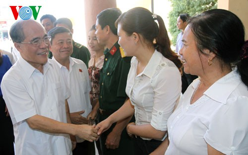 NA Chairman meets voters in Ha Tinh - ảnh 1