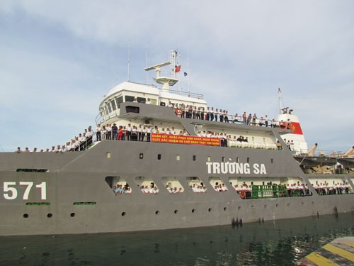 Gifts from the mainland to Truong Sa island - ảnh 1