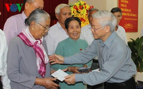 Party General Secretary Nguyen Phu Trong visits Tieu Can district, Tra Vinh province - ảnh 1