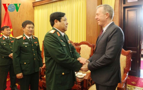 The US doubles its budget for unexploded landmines clearance in Vietnam - ảnh 1
