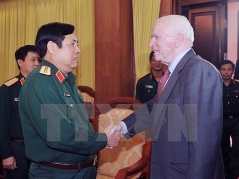 Delegation of US lawmakers welcomed in Vietnam - ảnh 1