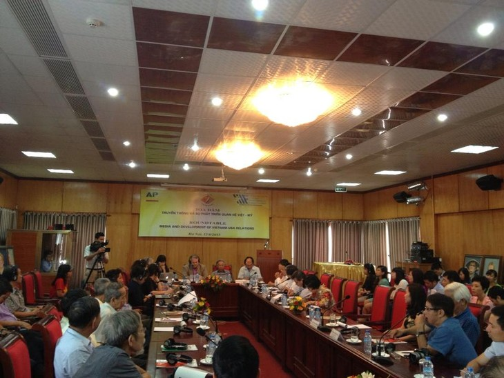 """Roundtable discussion on """"Media and Development of Vietnam-US relations"""" - ảnh 1"""
