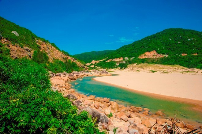 Ideal beaches and bays to travel in March - ảnh 5