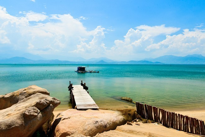 Ideal beaches and bays to travel in March - ảnh 7
